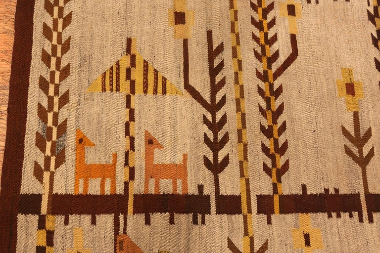 Hand-Knotted Vintage Scandinavian Swedish Kilim Rug. 6 ft 10 in x 9 ft 2 in For Sale