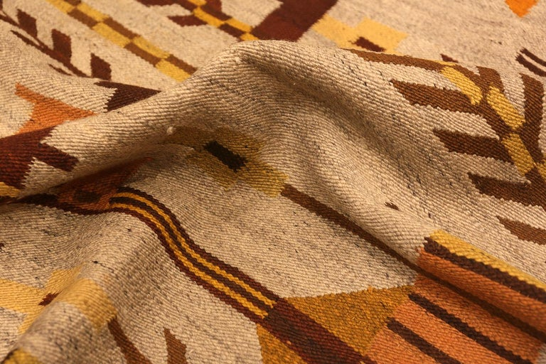 Vintage Scandinavian Swedish Kilim Rug. 6 ft 10 in x 9 ft 2 in In Good Condition For Sale In New York, NY