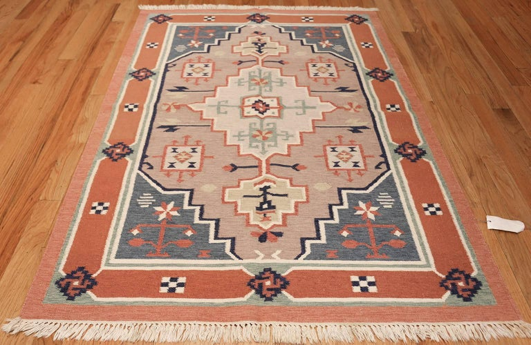 Vintage Flat Woven Scandinavian Swedish Kilim Rug, Origin: Sweden, Circa: Mid-Twentieth Century – Size: 4 ft 8 in x 6 ft 6 in (1.42 m x 1.98 m).