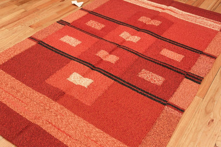 Wool Vintage Scandinavian Swedish Kilim Rug. Size: 4 ft 9 in x 7 ft 4 in For Sale