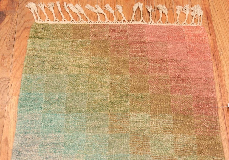 Vintage Scandinavian Swedish Kilim Runner Rug. 2 ft 5 in x 10 ft 6 in In Good Condition For Sale In New York, NY