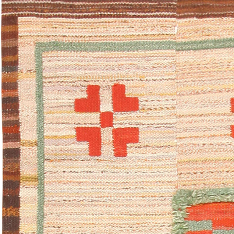 Hand-Woven Vintage Scandinavian Swedish Kilim. Size: 7 ft 10 in x 12 ft (2.39 m x 3.66 m) For Sale