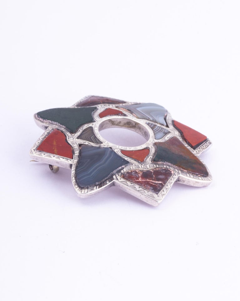 Vintage Scottish Agate and Silver Brooch In Good Condition For Sale In Chipping Campden, GB