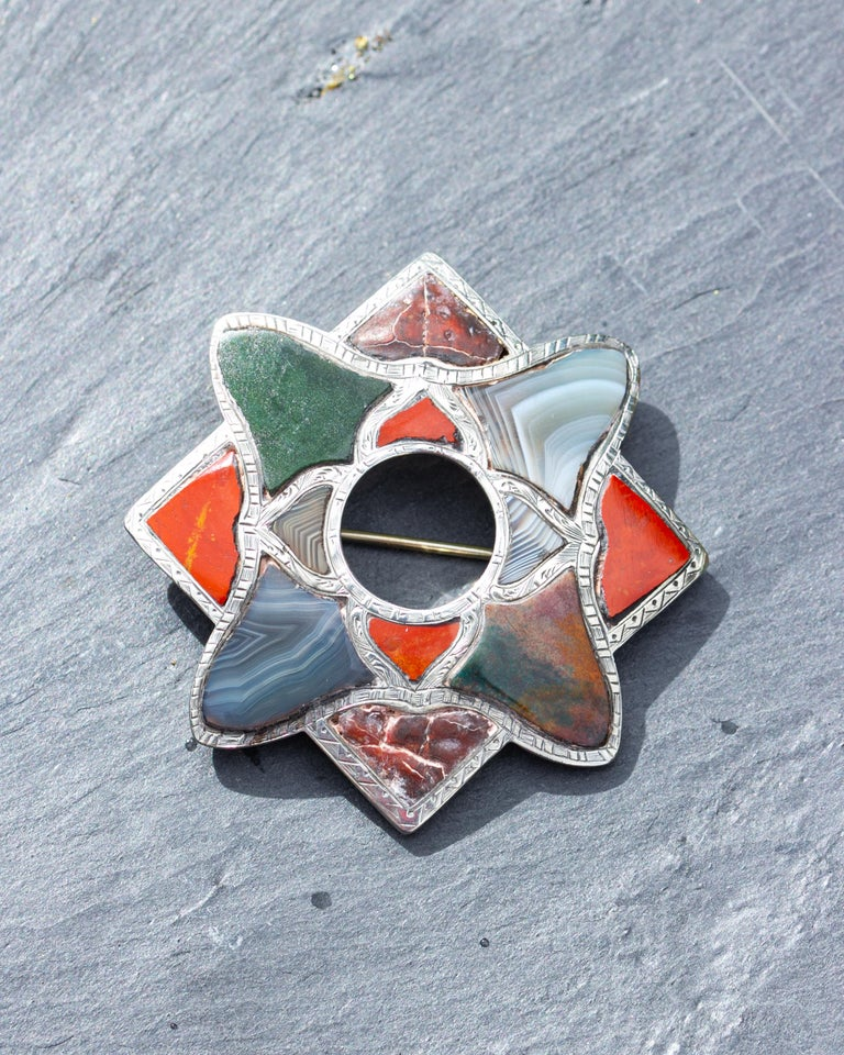 Women's or Men's Vintage Scottish Agate and Silver Brooch For Sale