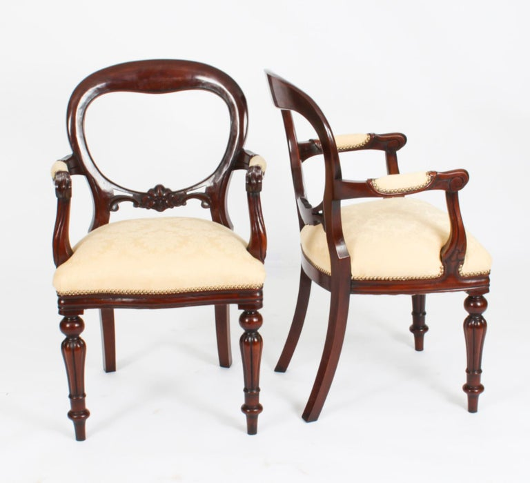 Vintage Set 12 Victorian Revival Balloon back Dining Chairs 20th C In Good Condition For Sale In London, GB