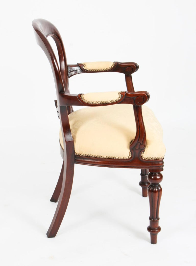 Late 20th Century Vintage Set 12 Victorian Revival Balloon back Dining Chairs 20th C For Sale