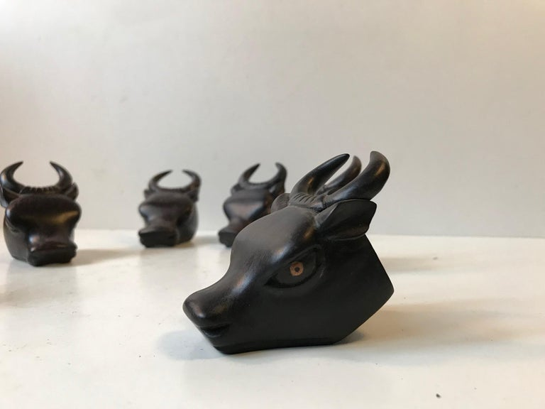 Vintage Set of Bull Napkin Rings in Ebonized Wood, Spain, 1970s In Good Condition For Sale In Esbjerg, DK
