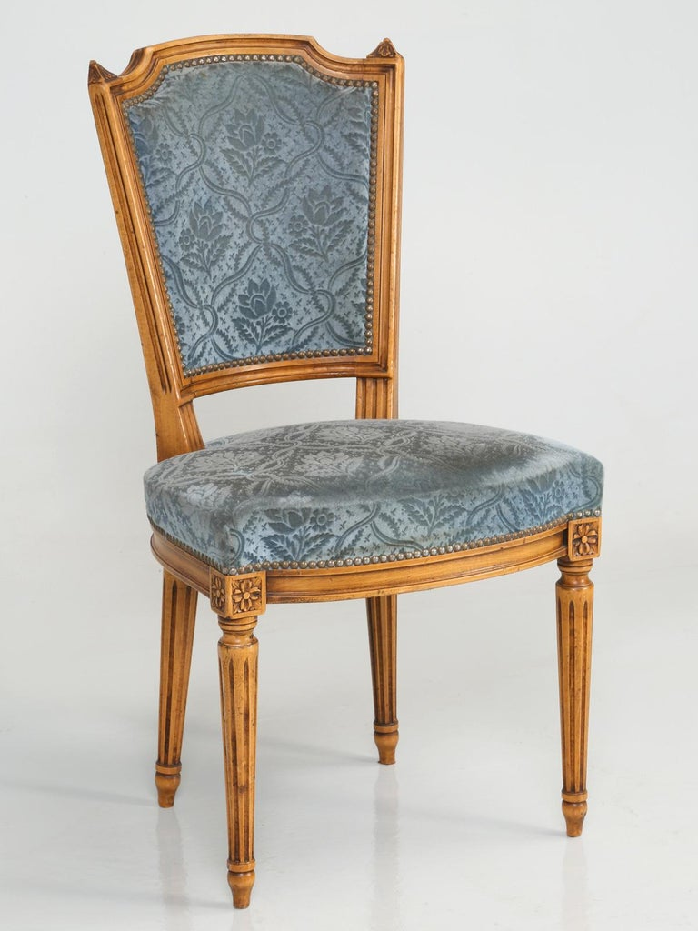 Vintage Set of Six Louis XVI Style Dining Side Chairs in Old Fabric For Sale 7