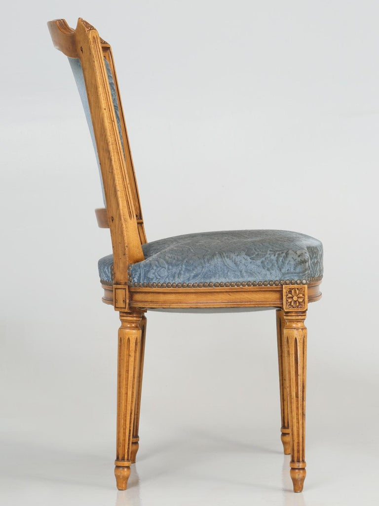 Vintage Set of Six Louis XVI Style Dining Side Chairs in Old Fabric For Sale 8