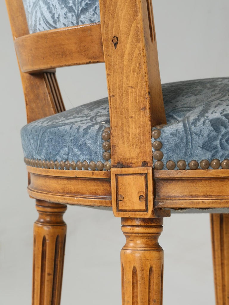 Vintage Set of Six Louis XVI Style Dining Side Chairs in Old Fabric For Sale 10