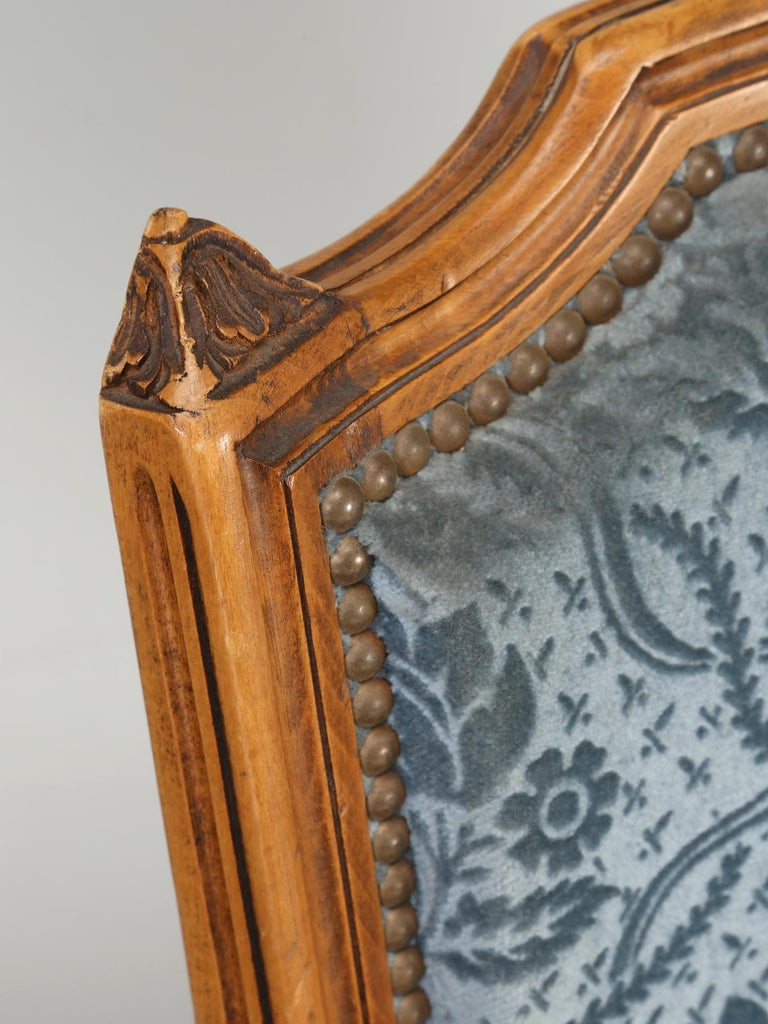 Machine-Made Vintage Set of Six Louis XVI Style Dining Side Chairs in Old Fabric For Sale
