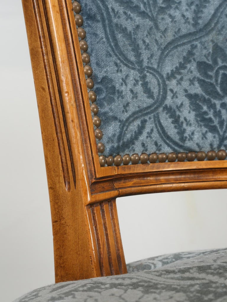 Mid-20th Century Vintage Set of Six Louis XVI Style Dining Side Chairs in Old Fabric For Sale