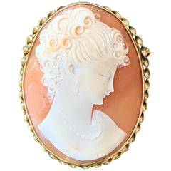 Vintage Shell Cameo 10 Karat Yellow Gold with Safety Chain and Safety Clip