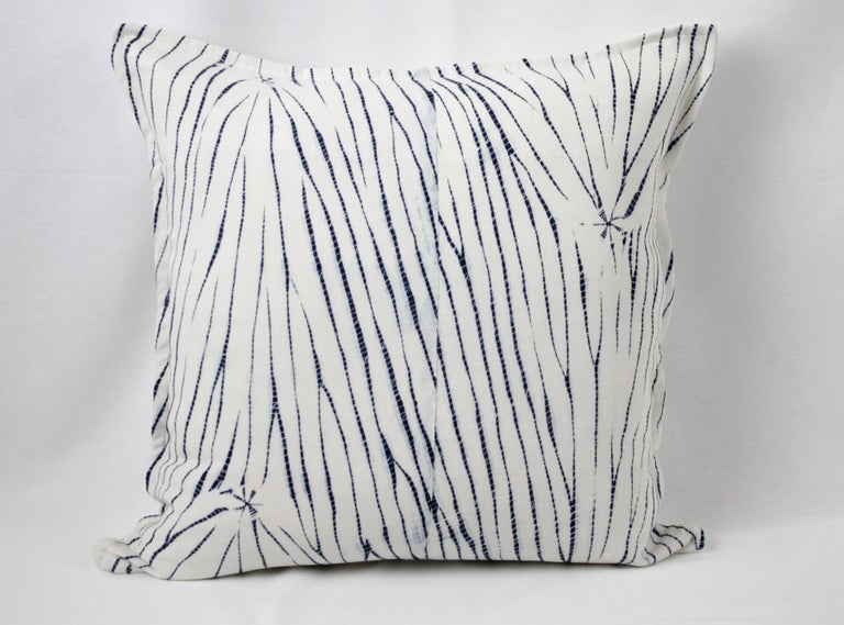 Vintage Shibori Dyed Textile Pillow with White Linen In Good Condition For Sale In Brea, CA