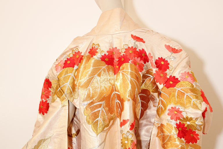 Vintage Silk Brocade Japanese Ceremonial Wedding Kimono In Good Condition For Sale In North Hollywood, CA