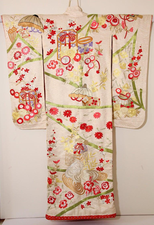 Vintage Silk Brocade Japanese Wedding Kimono For Sale 6