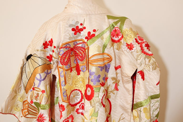 Vintage Silk Brocade Japanese Wedding Kimono In Excellent Condition For Sale In North Hollywood, CA