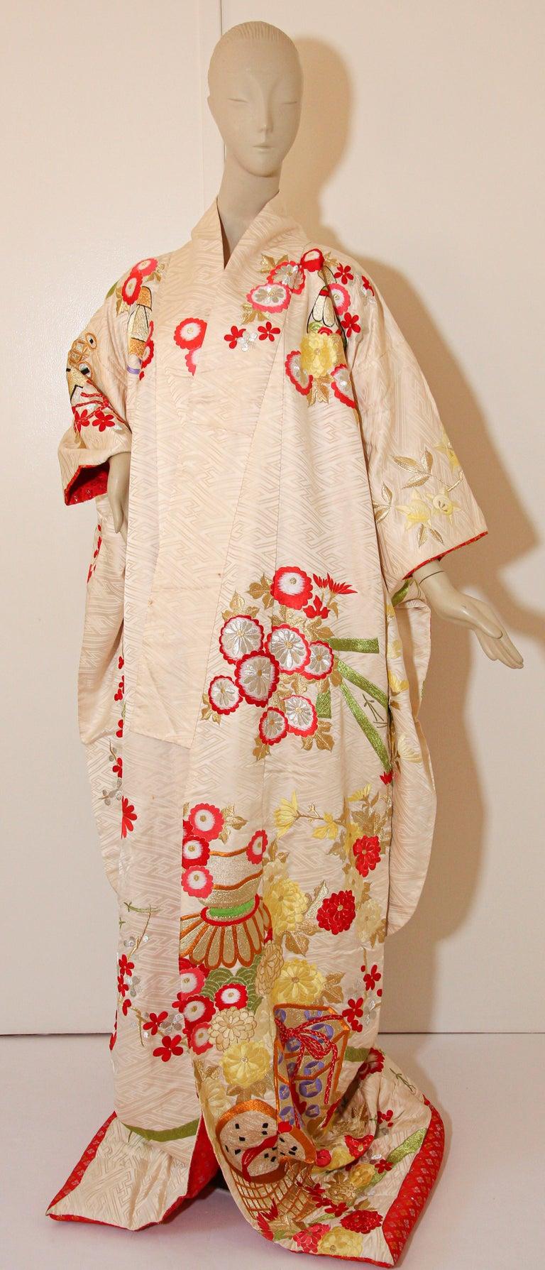 20th Century Vintage Silk Brocade Japanese Wedding Kimono For Sale