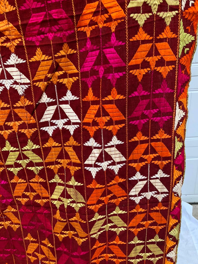 Vintage Silk Embroidered Phulkari Wedding Shawl from Punjab, India In Good Condition For Sale In Glen Ellyn, IL