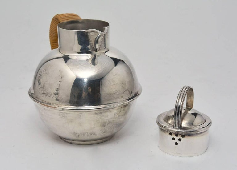 Mid-Century Modern Vintage Silver Plated Tea Pot with Lid For Sale