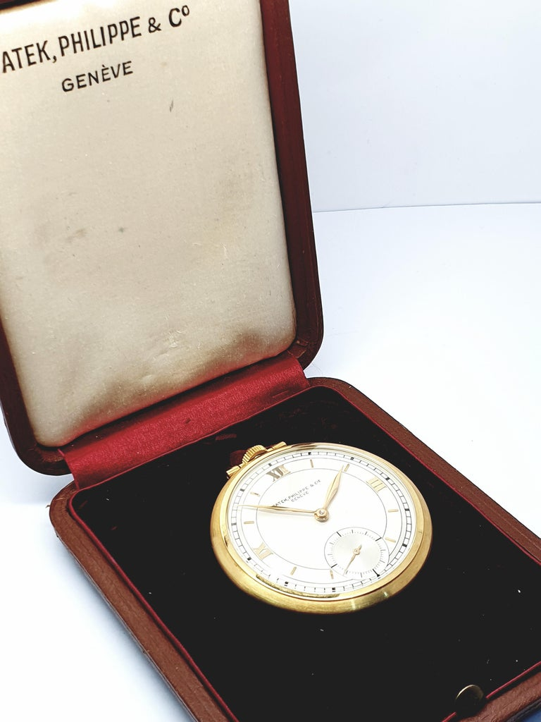 Patek Philippe has, without doubt, produced some of the finest watches in the world. Fine example this beautiful 1940's slimline 18k yellow gold model. The watch in perfect working order comes with its original box.
