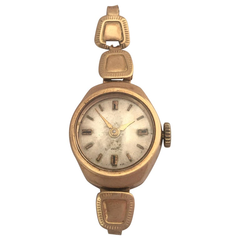 Vintage Small 1960s 9 Karat Gold Mechanical Ladies Watch For Sale