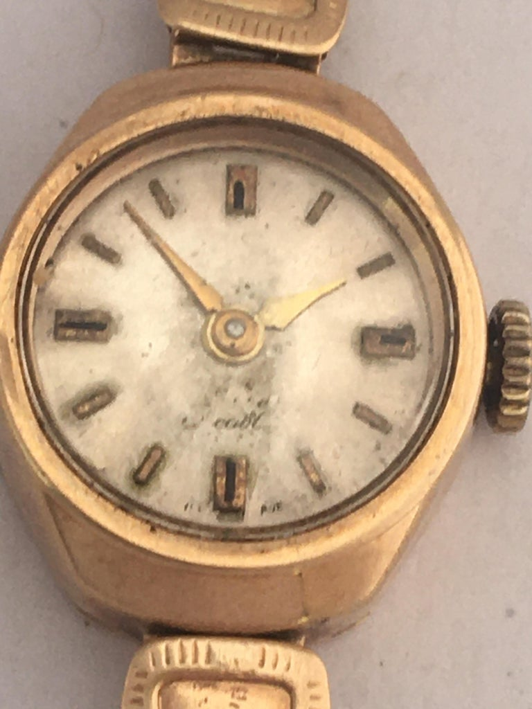 Vintage Small 1960s 9 Karat Gold Mechanical Ladies Watch In Fair Condition For Sale In Carlisle, GB