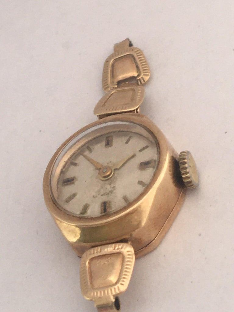 Vintage Small 1960s 9 Karat Gold Mechanical Ladies Watch For Sale 1