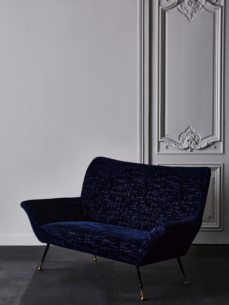 Vintage Italian sofa entirely restored et reupholstered with a blue velvet by Rubelli. 4 black lacquered metal and brass feet. Italy, 1970s.