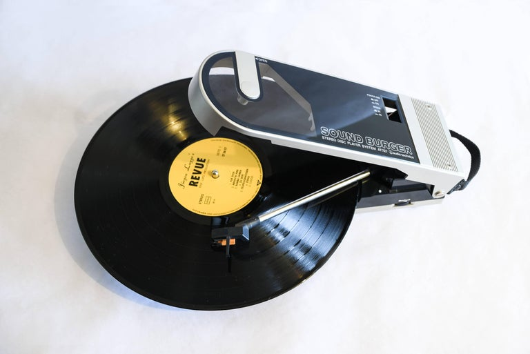 -Vintage Sound Burger AT 727 portable record player from Audio Technica. NOS original packaging, the cartridge and belt were restored. Designed to be played flat like a normal turntable, manual arm so skipping between tracks is fast. Platter: 90mm