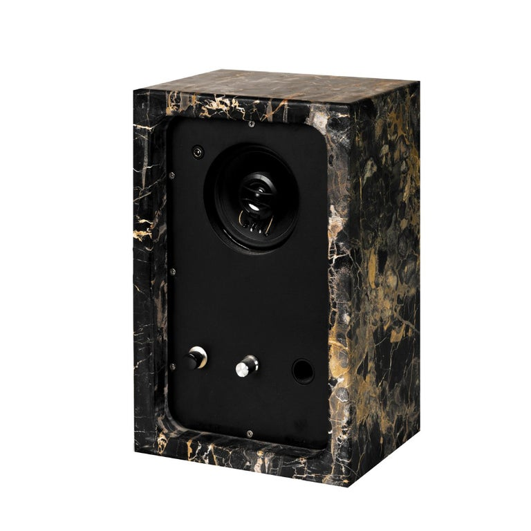 Perfectly suited for a contemporary or industrial-inspired decor, this powerful 30W-sound system delivers clear, distinct sound in a compact design that embodies simplicity and elegant minimalism. A rectangular case crafted of Portoro marble