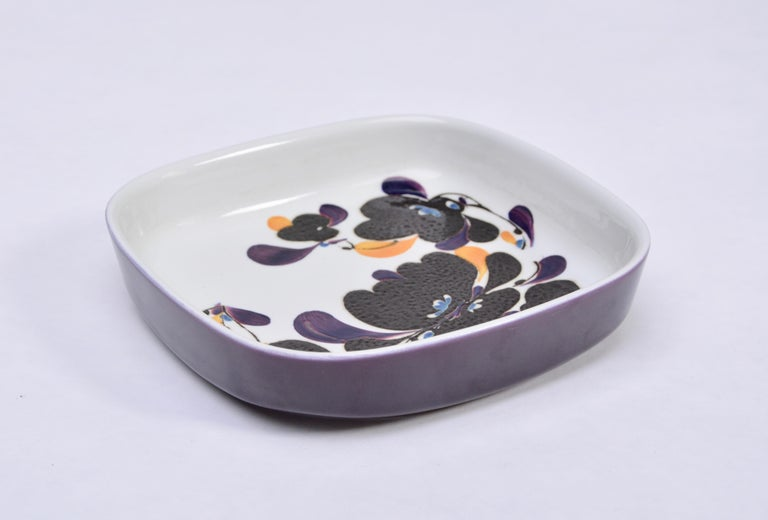 Mid-Century Modern square Faience plate by Ivan Weiss for Royal Copenhagen This square plate, model 954/3773, was designed in the 1970s by Ivan Weiss for Royal Copenhagen. It is made from earthenware and features an abstract flower pattern in dark