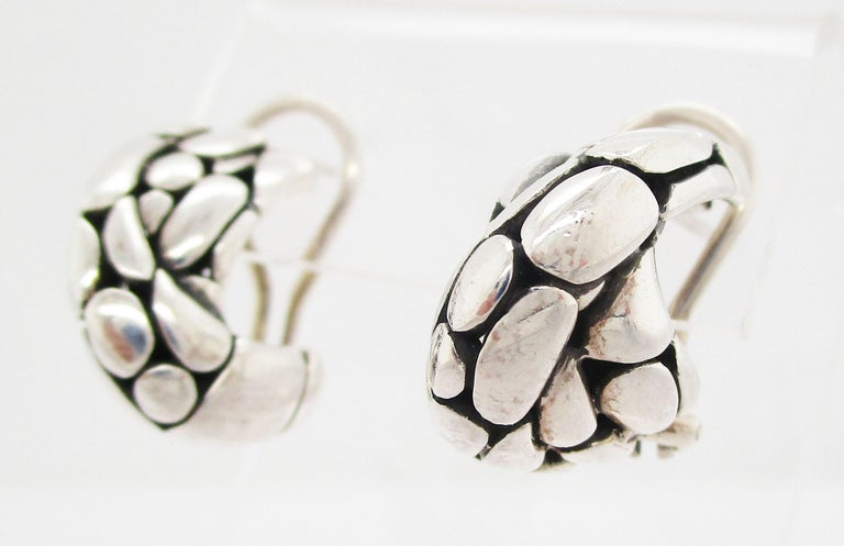 These are a gorgeous pair of vintage John Hardy earrings in sterling silver with a classic balonesian look. The twisted design makes these earrings comfortable, but the textured, dramatic black and silver look makes them impossible to miss! These