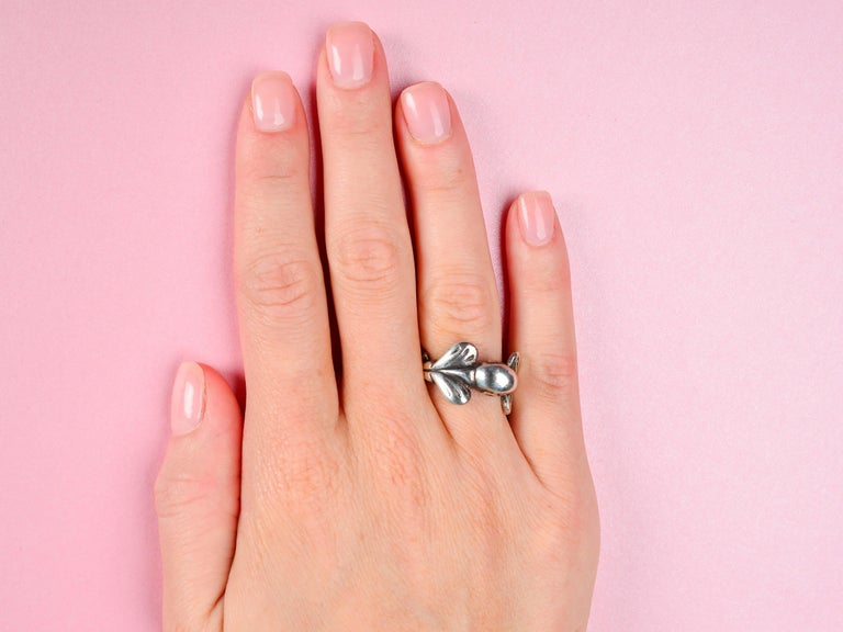 Vintage Sterling Silver Mosheh Oved Pigeon Ring  In Excellent Condition For Sale In Stamford, CT