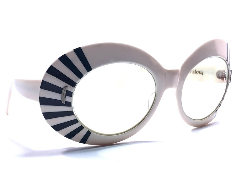 Mint Vintage Suntimer Victory Skimo style sunglasses. Iconic striped frame with G15 grey lenses.  Please notice this item its almost 60 years old and show minor sign of wear due to storage.  An original and seldom piece.