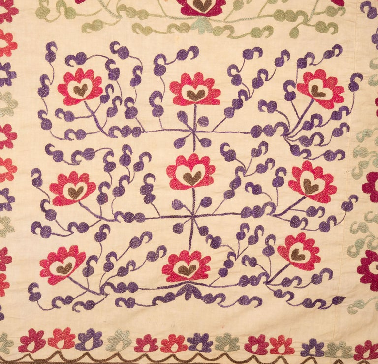 The embroidery does not have a lining. ( A lining could be put upon request.) It has very fine embroidery for its age group and the design is calm and unusual.