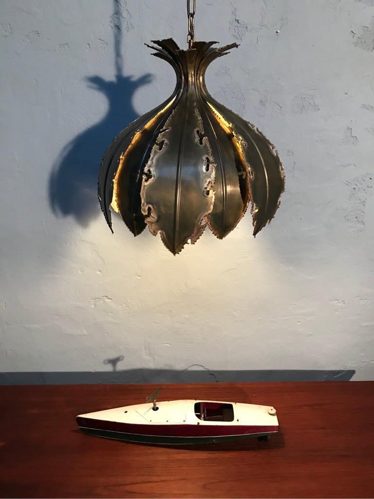 Vintage Svend Aage Holm Sørensen for Holm Sørensen & Co pendent chandelier lamp model 6395. Known as the onion this classic piece of brutalist lighting is made up of two layers of torch cut brass. The Danish designer Svend Aage Holm-Sørensen