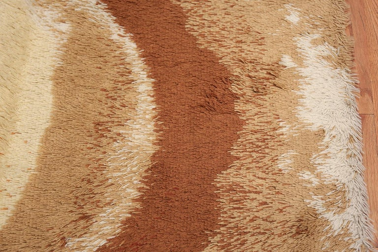 20th Century Vintage Swedish Deco Rug. Size: 8 ft 2 in x 11 ft (2.49 m x 3.35 m) For Sale