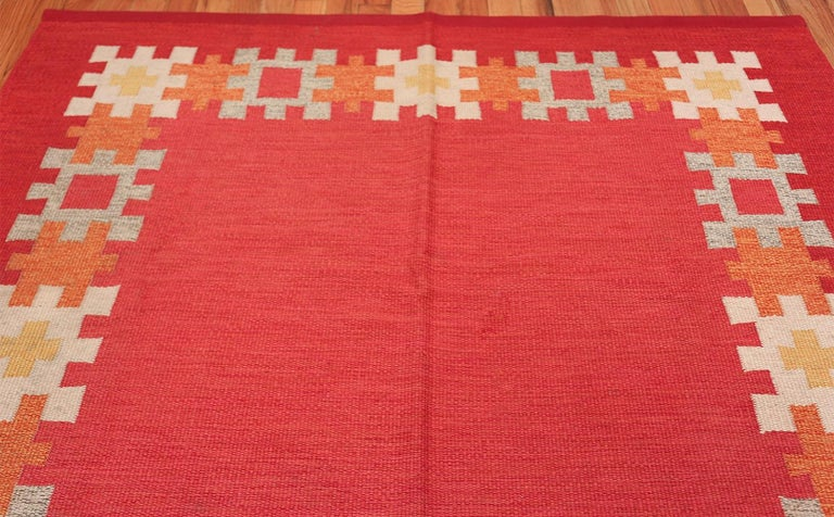 Mid-Century Modern Vintage Swedish Kilim by Ingegerd Silow. Size: 6 ft 4 in x 9 ft For Sale