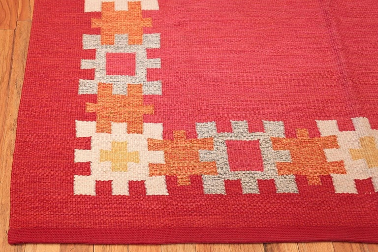 20th Century Vintage Swedish Kilim by Ingegerd Silow. Size: 6 ft 4 in x 9 ft For Sale