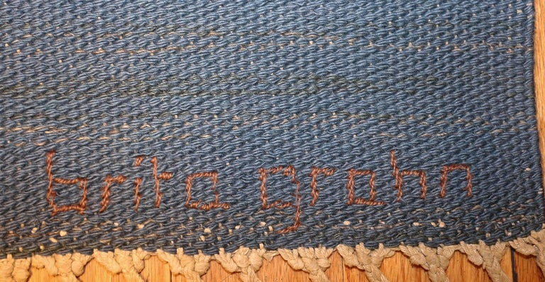 Vintage Swedish Kilim Rug by Brita Grahn. Size: 4 ft x 6 ft 8 in  In Excellent Condition For Sale In New York, NY