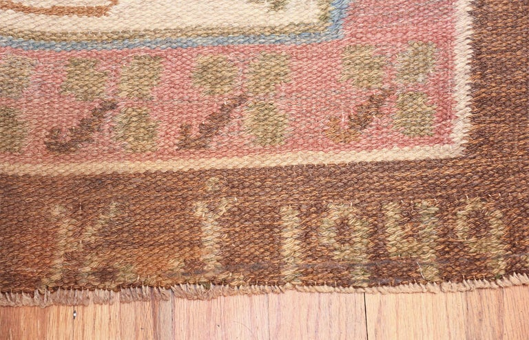 Mid-Century Modern Vintage Swedish Kilim Rug. Size: 6 ft 10 in x 10 ft 5 in (2.08 m x 3.17 m) For Sale