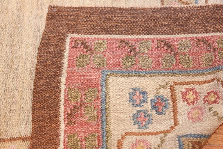 Vintage Swedish Kilim Rug. Size: 6 ft 10 in x 10 ft 5 in (2.08 m x 3.17 m) For Sale 1