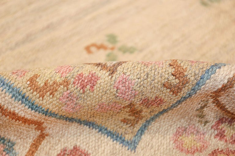 Vintage Swedish Kilim Rug. Size: 6 ft 10 in x 10 ft 5 in (2.08 m x 3.17 m) For Sale 2