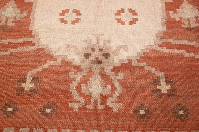 Hand-Woven Vintage Swedish Kilim Rug. Size: 6 ft 8 in x 9 ft 5 in (2.03 m x 2.87 m)