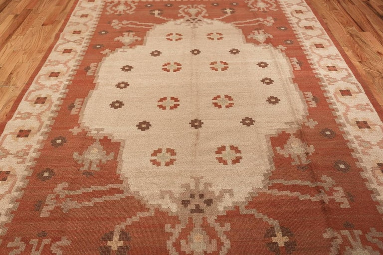 20th Century Vintage Swedish Kilim Rug. Size: 6 ft 8 in x 9 ft 5 in (2.03 m x 2.87 m)