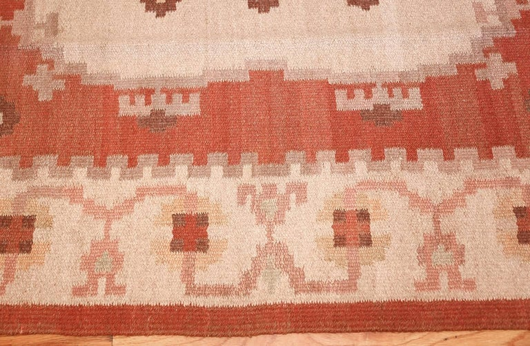 Wool Vintage Swedish Kilim Rug. Size: 6 ft 8 in x 9 ft 5 in (2.03 m x 2.87 m)