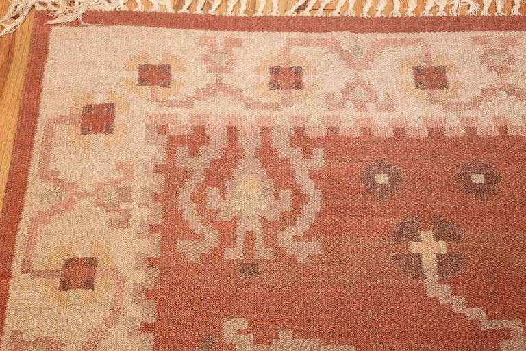 Vintage Swedish Kilim Rug. Size: 6 ft 8 in x 9 ft 5 in (2.03 m x 2.87 m) 1