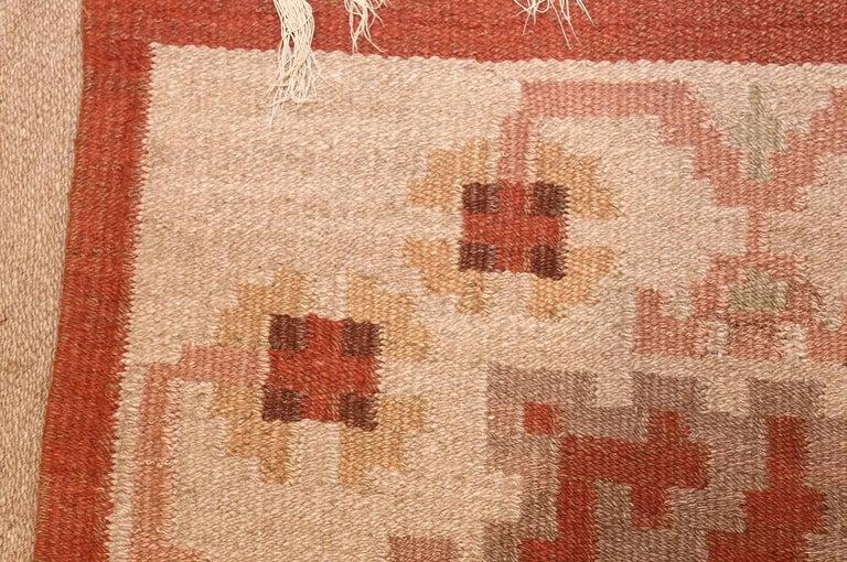 Vintage Swedish Kilim Rug. Size: 6 ft 8 in x 9 ft 5 in (2.03 m x 2.87 m) 3