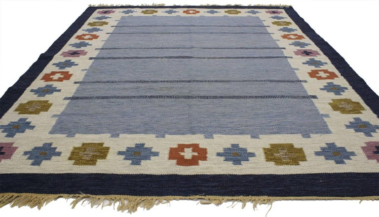 77035, vintage Swedish Kilim rug with Scandinavian Modern style by Ellen Stahlbrand, Swedish flat-weave Kilim rug. This handwoven wool vintage Swedish Kilim rug with Scandinavian Modern style features an abrashed striated field with three sets of